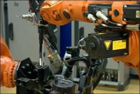 Повышение уровня автоматизации - применение роботов с программным управлением